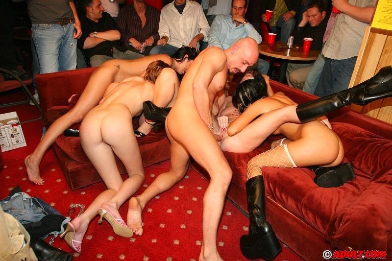 Студенческие секс вечеринки - бесплатные порно ролики
